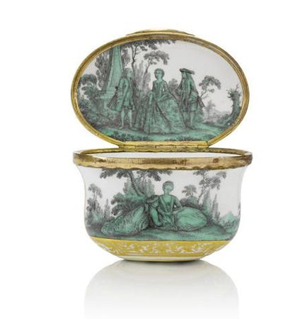 A_Meissen_gold_mounted_oval_snuff_box_from_the_toilet_service_for_Queen_Maria_Amalia_Christina_of_Naples_and_Sicily__Princess_of_Saxony__circa_1745_473