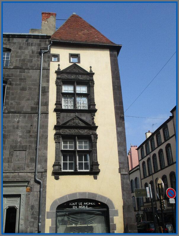 Rue Hotel de Ville1