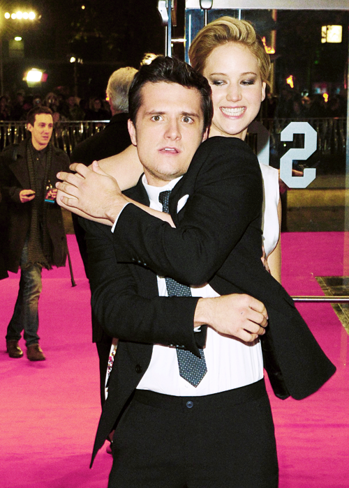 La parenthèse dorée+Hunger+Games+Catching+Fire+Embrasement+UK+Josh Hutcherson+Jennifer Lawrence
