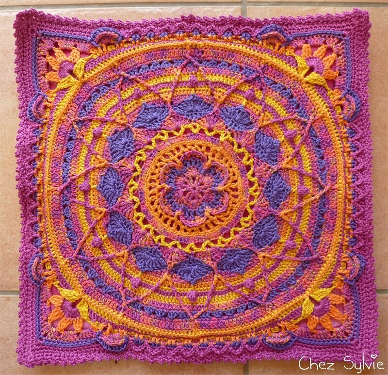 Coussin violet montage