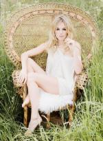 Wicker_sitting_inspiration-sienna_miller-2