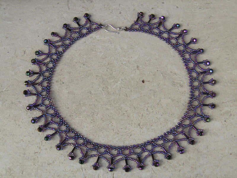 Collier dentelle netting vertical
