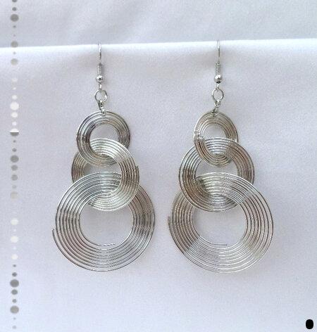 Boucles d'Oreilles Pendantes Légères Azora 3 Cercles Mobiles Métal Couleur Argenté