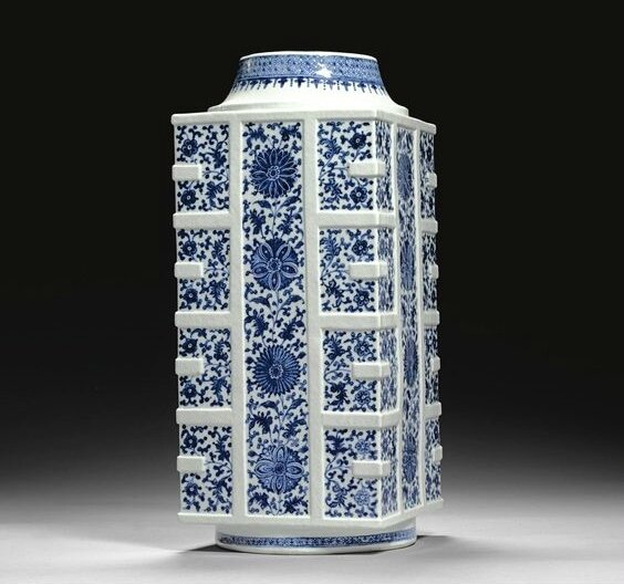 A blue and white soft-paste vase, cong, Qing dynasty, 18th century