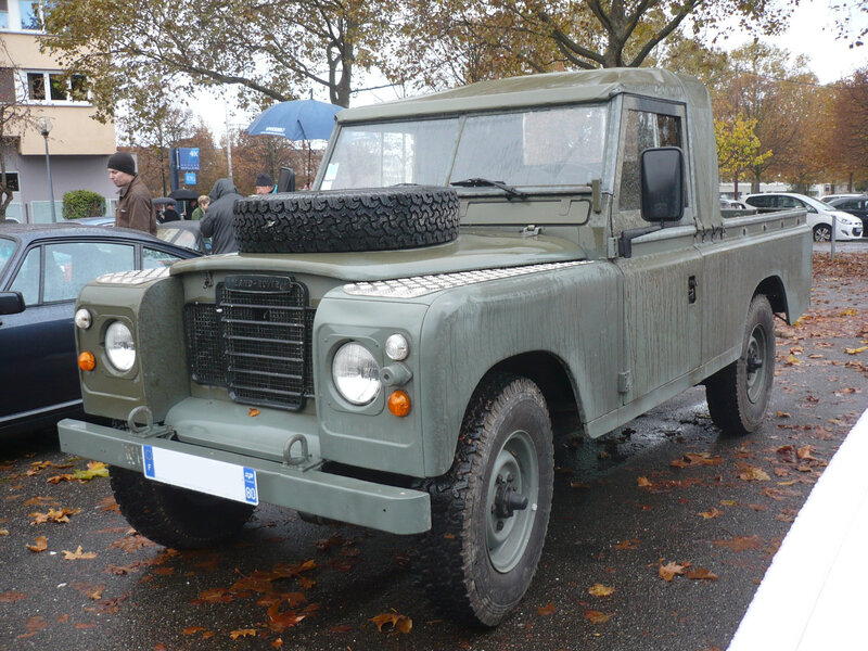 LAND ROVER 109 Serie III pick-up Strasbourg (1)