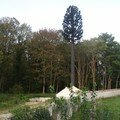 Le pylône arbre et les locaux techniques (22/10/2006)