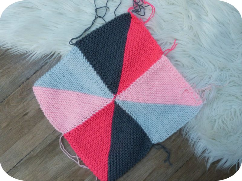 coussin tricot triangle