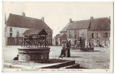 18 - HENRICHEMONT - Place Henri IV - Le vieux puits