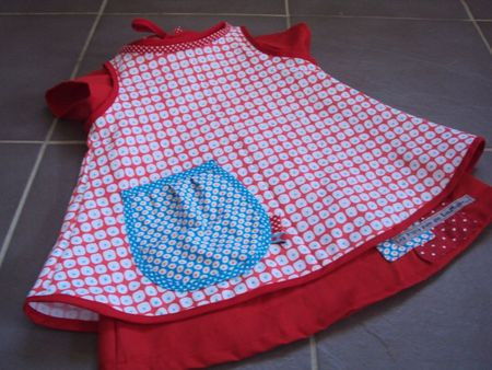ens robe tablier+jupes à pois 001
