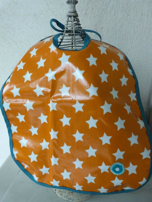 Bavoir orange étoiles Axel (7)