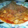 Viande aux oignons et tomates