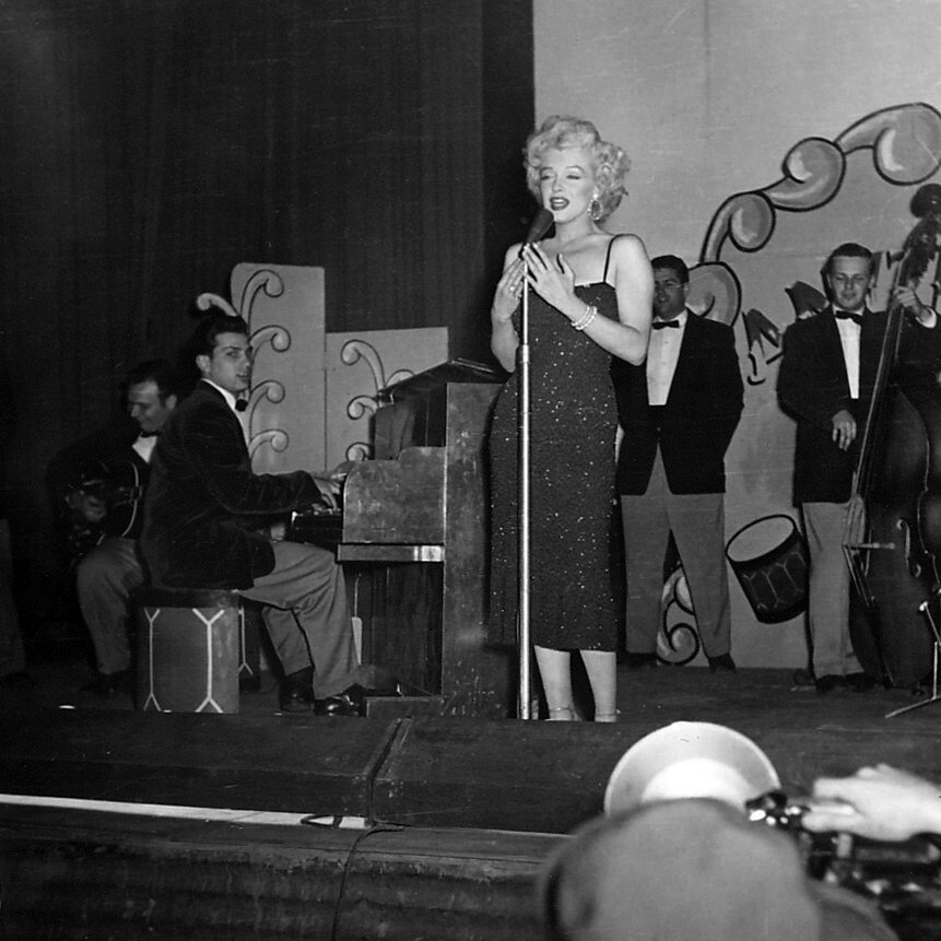 1954-02-19-korea_daegu-inside-stage-016-2