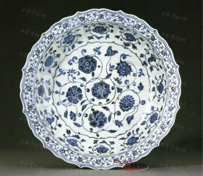 An early Ming blue and white bracket-lobed dish, Yongle period (1403-1425)