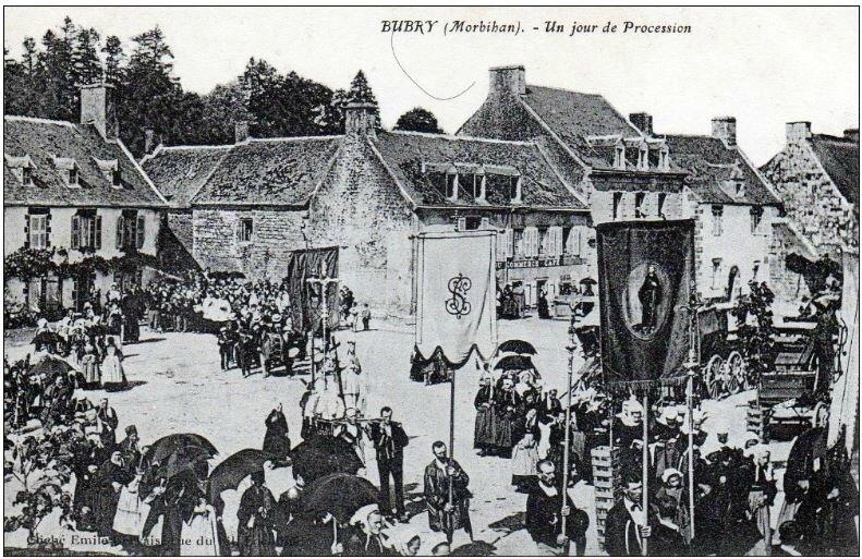 CPA Bubry un jour de procession