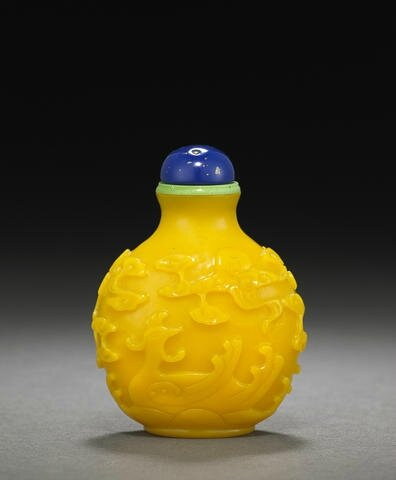 A carved yellow glass snuff bottle, Imperial Palace Workshops, Beijing 1750-1820