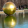 La boule d'or du jardin des tuileries à paris