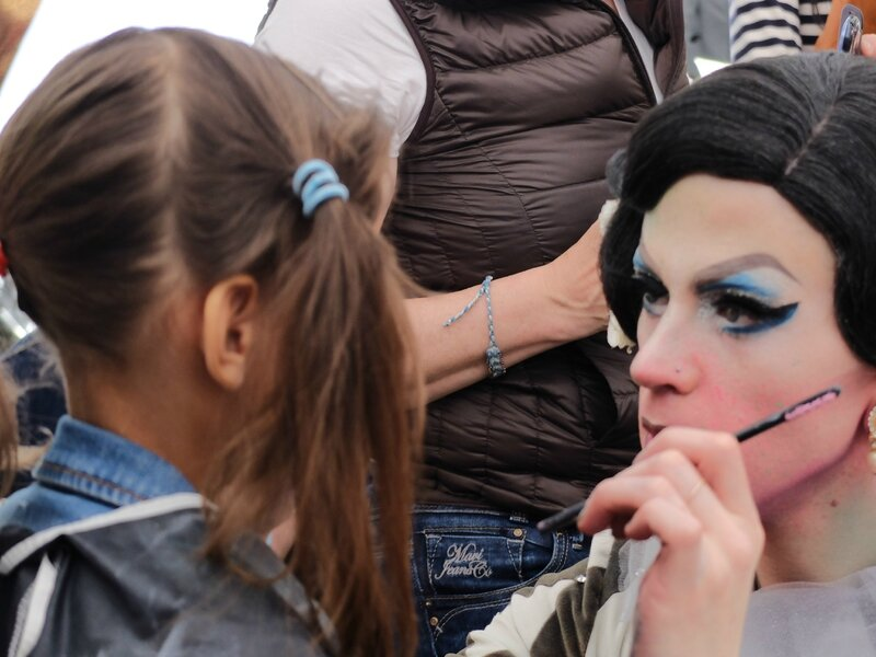 maquillage par la belle créature du beauty saloon