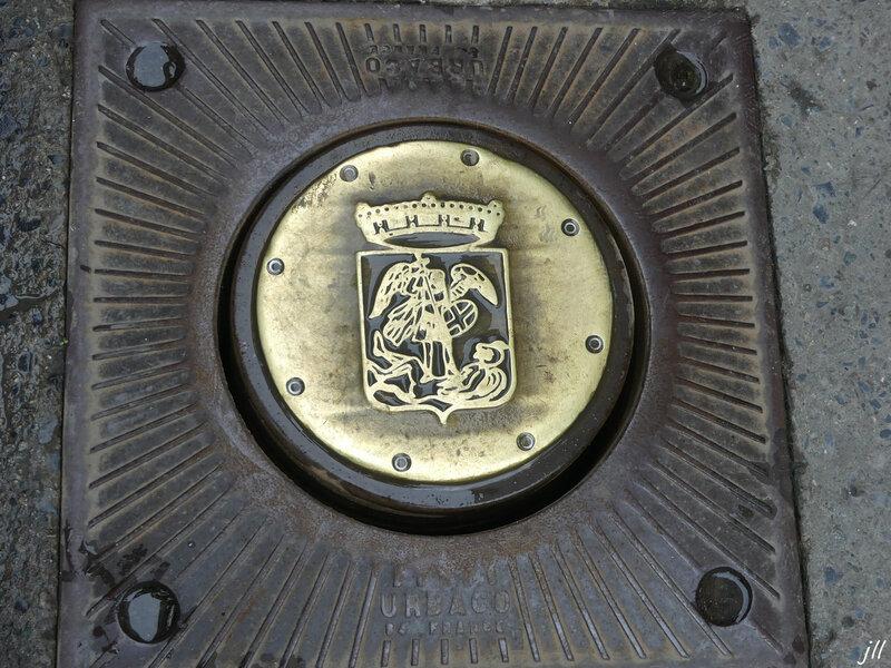 P1160286 Héraldique de Bruxelles Saint-Michel d'or terrassant un diable de sable