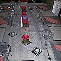 Table éternelle en gris et blanc