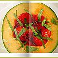 Melon farci, fraises, perles de sirop de violette, menthe, sirop de cassis.....et meringué...