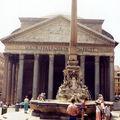 devant le Panthéon ROME