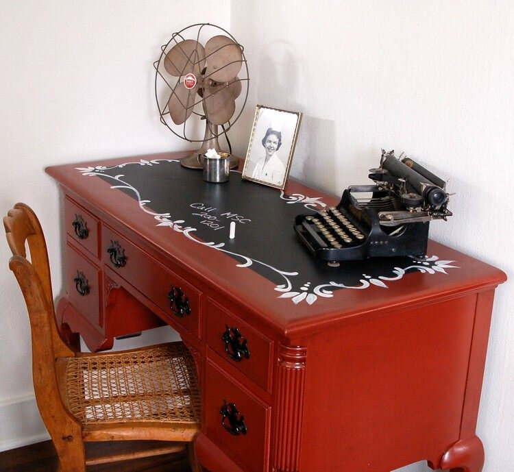 relooker-meuble-ancien-rouge-commode
