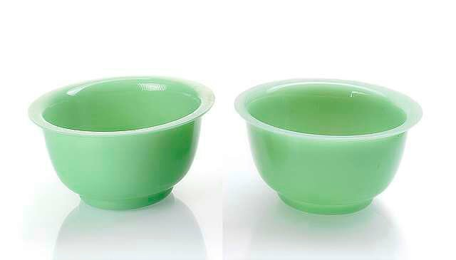 A pair of mint-green Beijing glass bowls, China, 19th century. photo Nagel Auktionen