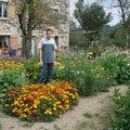 2008 08 28 Cyril au milieu de son jardin