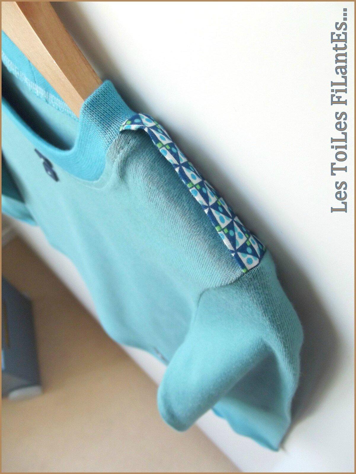 Tee-shirt vert lagon et salopette bleu5