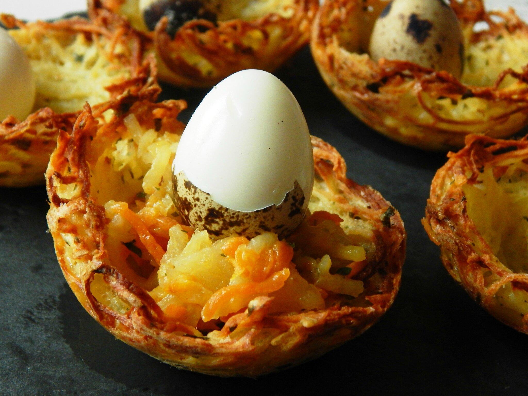 Nids de Pâques aux pommes de terre et carottes