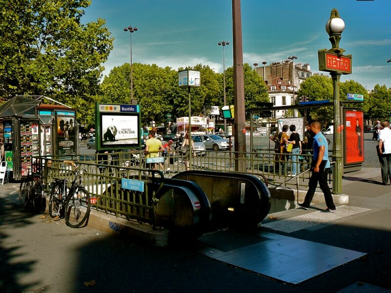 Instantané place de la Bastille côté 4ème arrondissement.