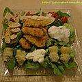 Ave salade avec oeufs pochés et escalopes panées